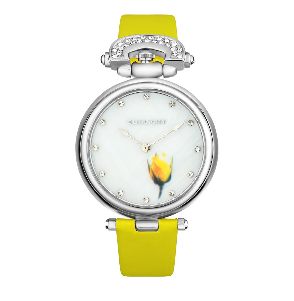 Женские часы с перламутром на сатиновом ремне