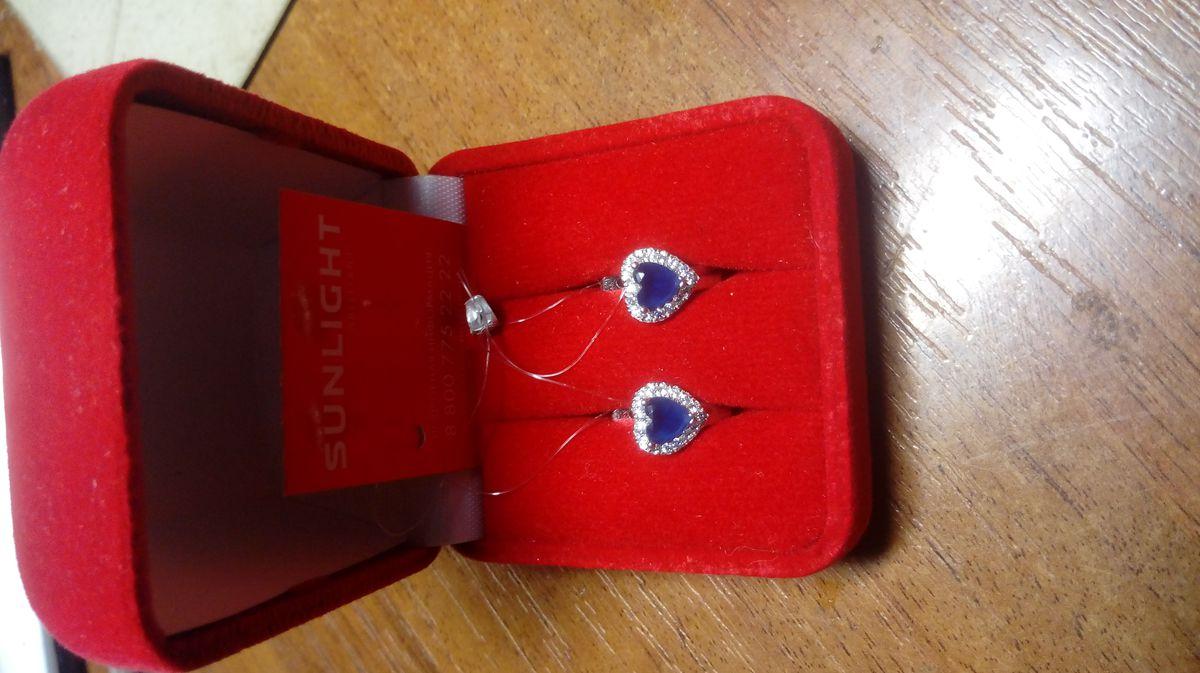 Серебряные серёжки с синим сердечком.