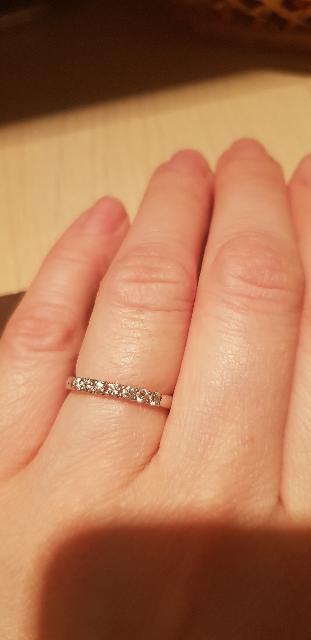 Кольцо красивое, камни достаточно крупные,смотрится очень хорошо!