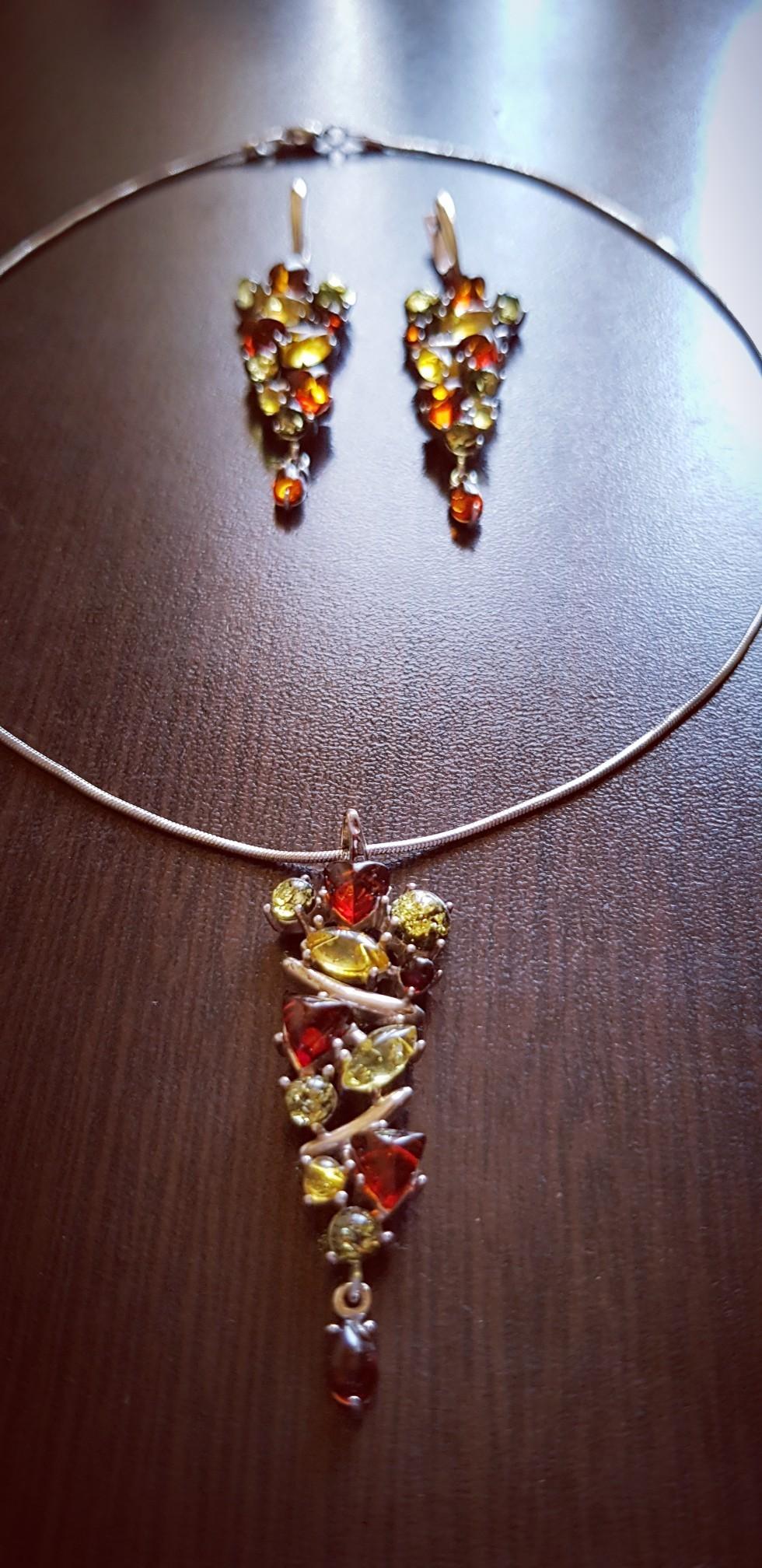 Обалденное, красивое, янтарное украшение