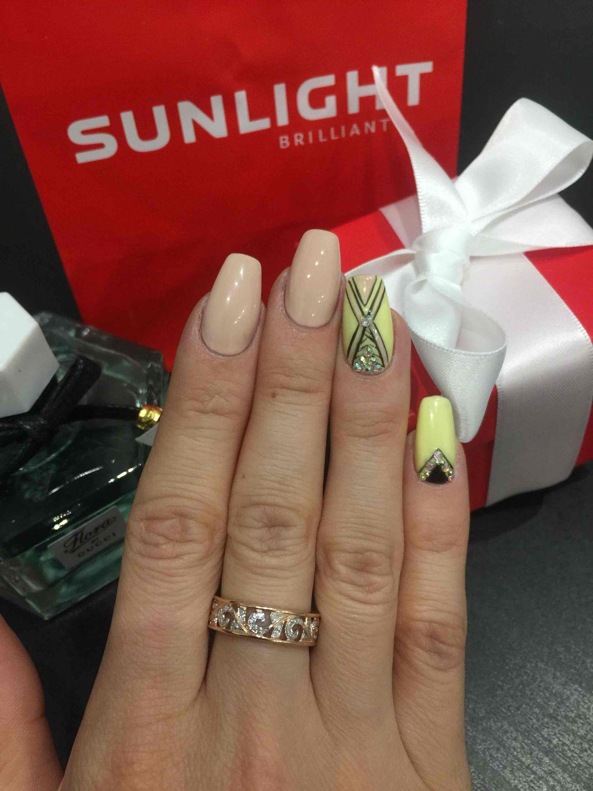 Получила в качестве подарка колечко с бриллиантами