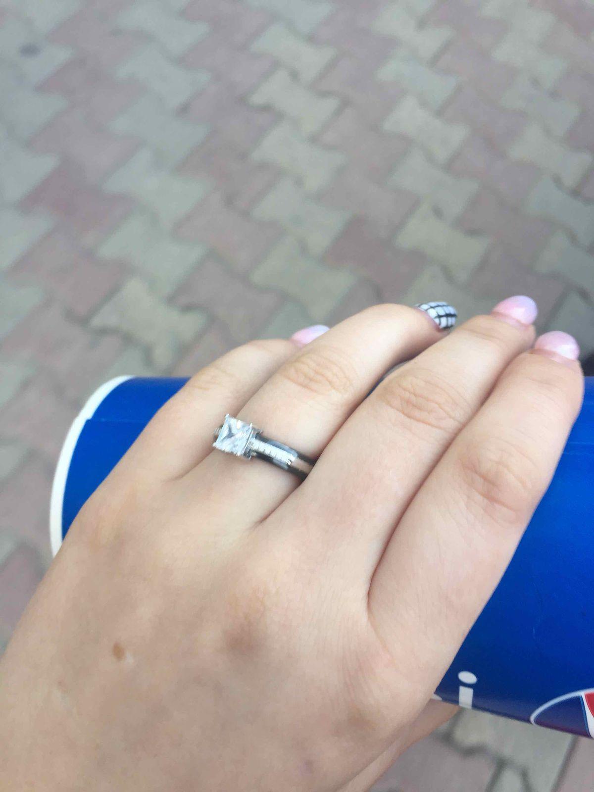 Удоьное и элегантное кольцо из керамики