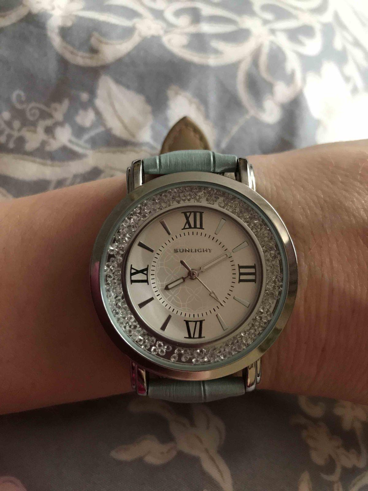 Очень элегантные часы, подходят ко многим нарядам.