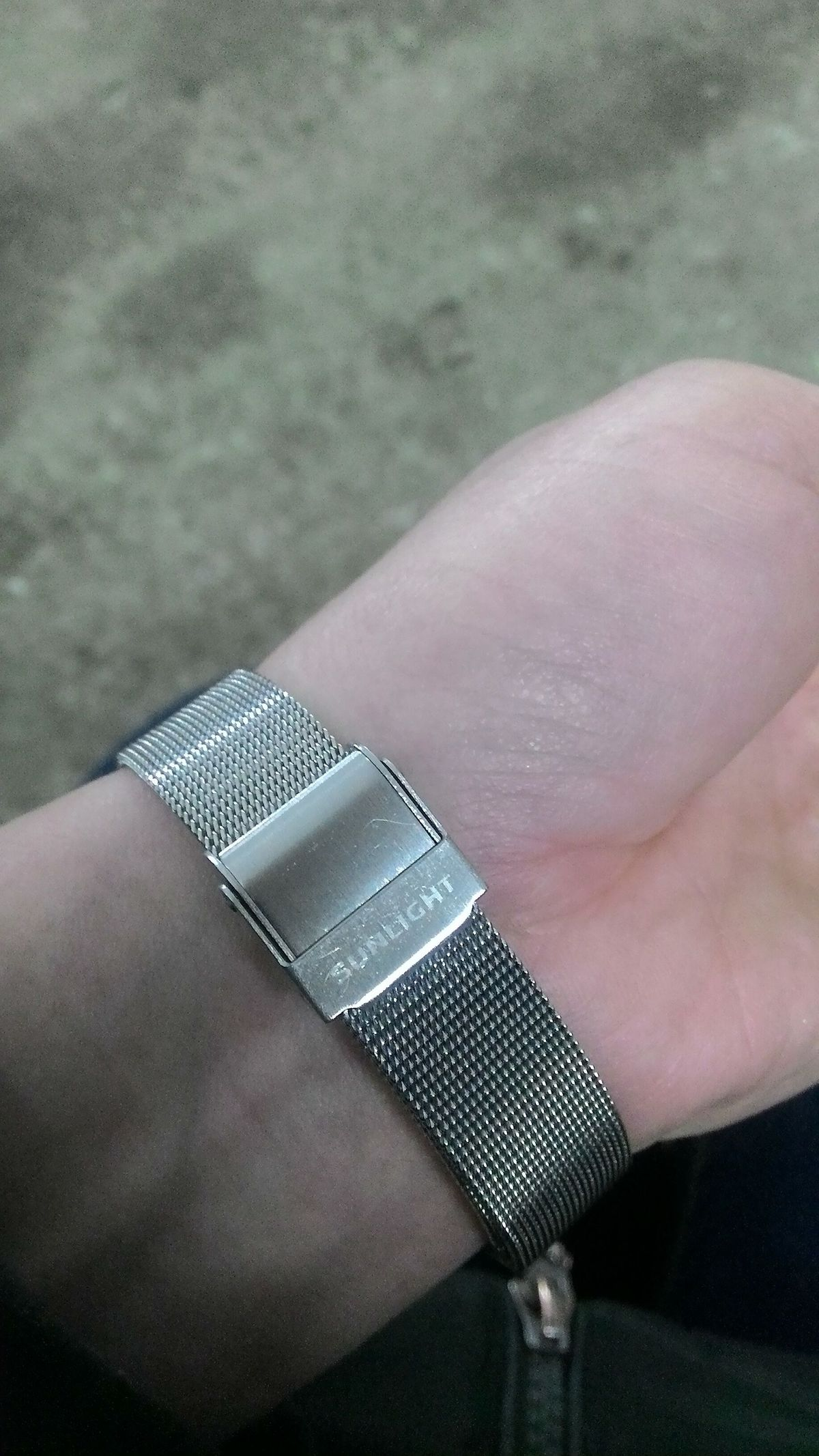 Часы на серебряном ремешке