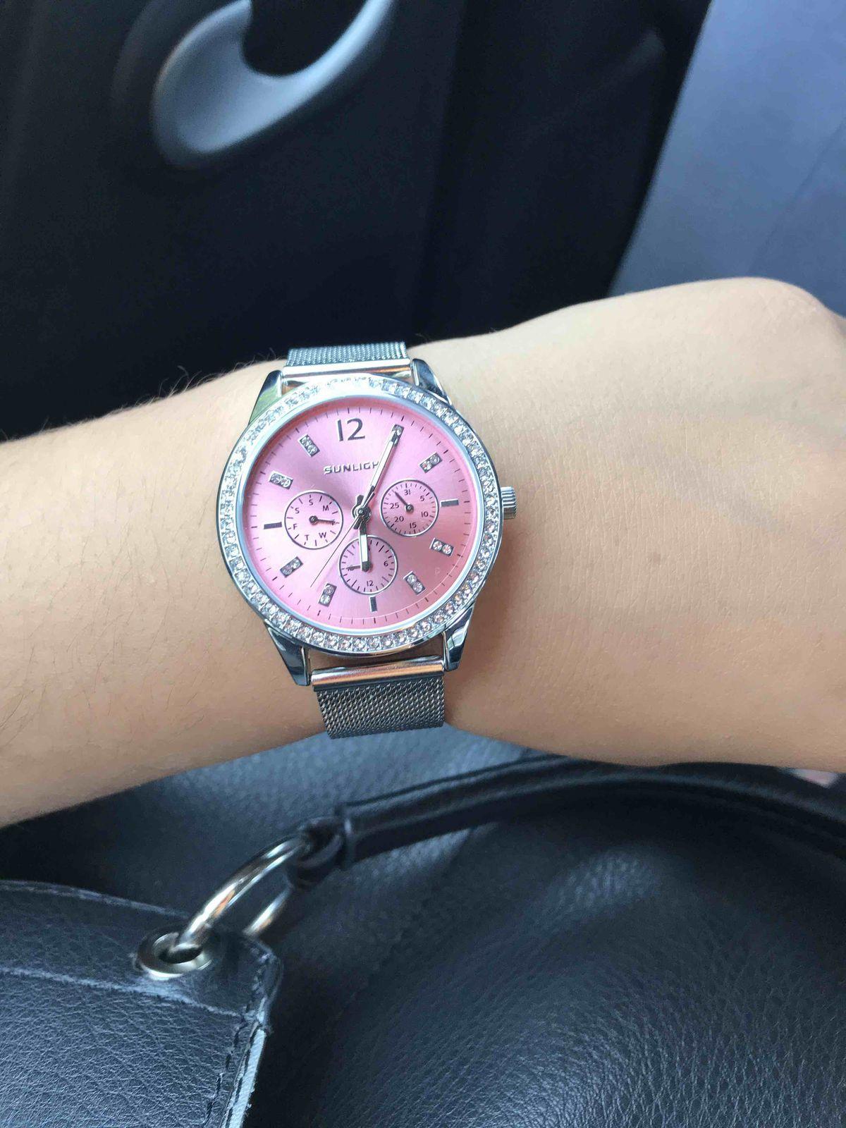 Очень красивые часы! Ничего лишнего:)