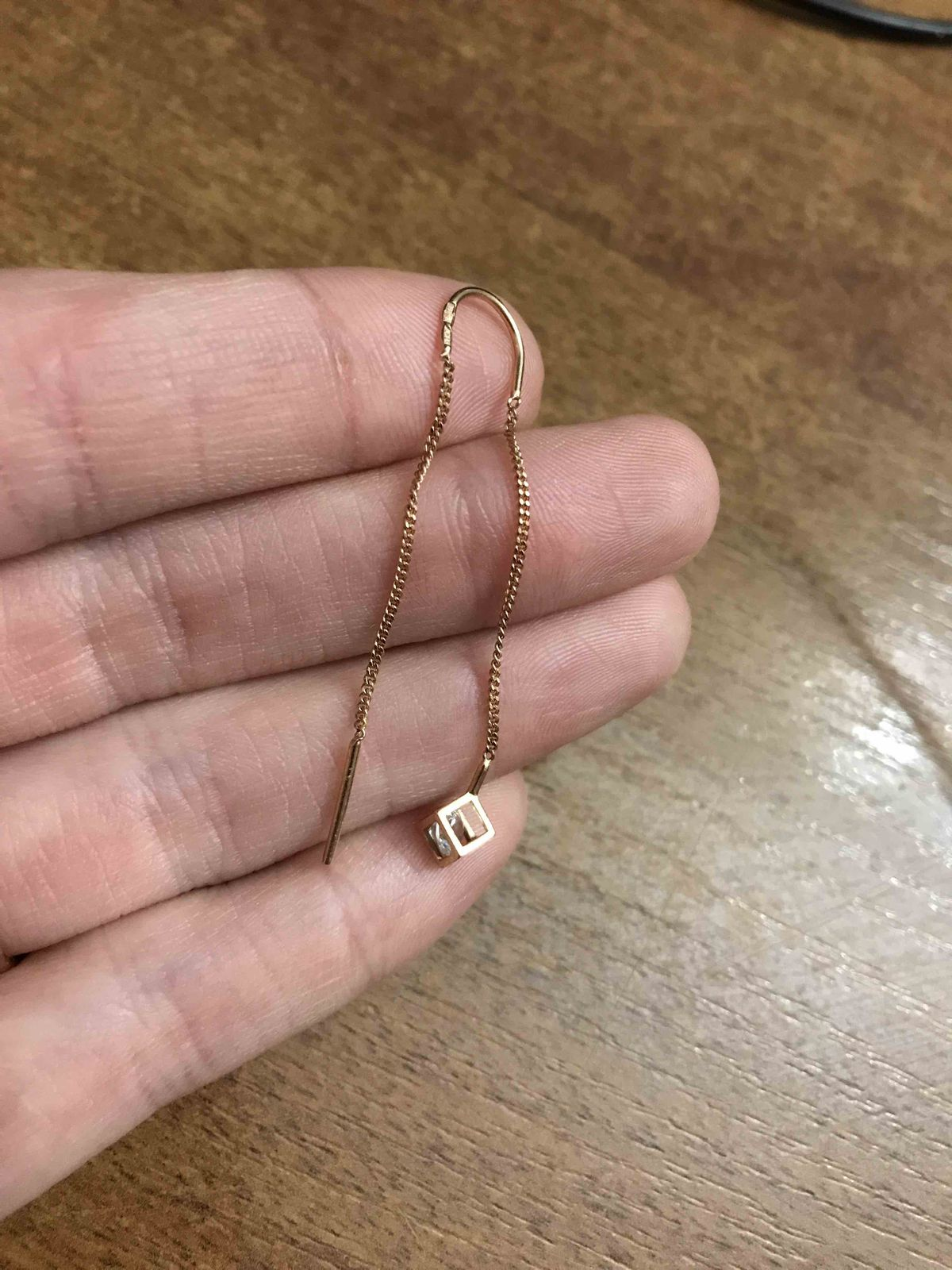 Золотый серёжки с камушком - фианитом «аврора»