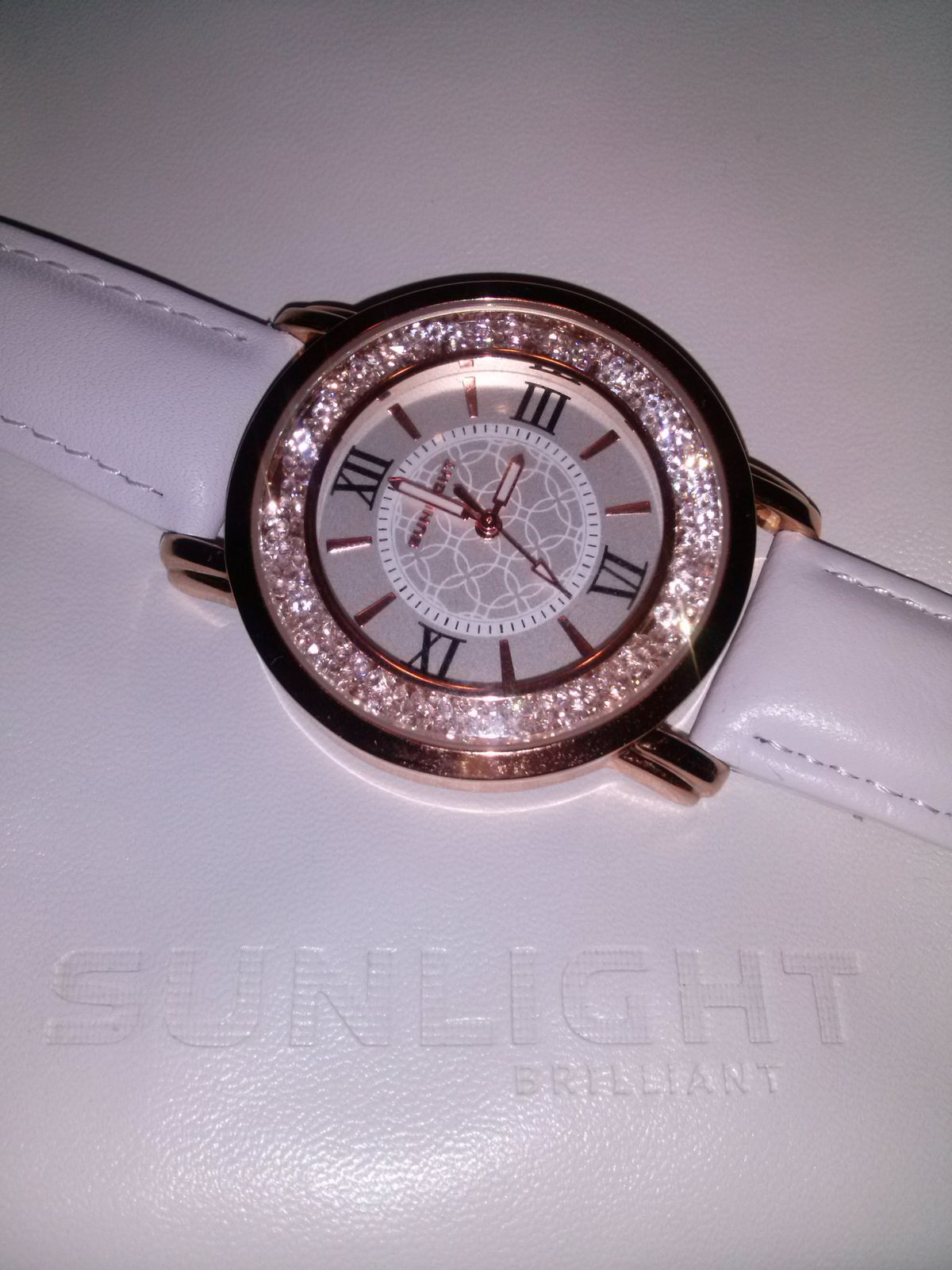 Замечательные, женственные часы