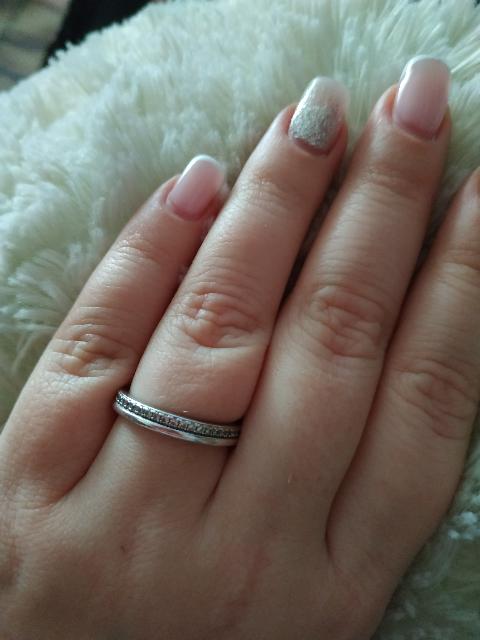Кольцо с камнями по кругу