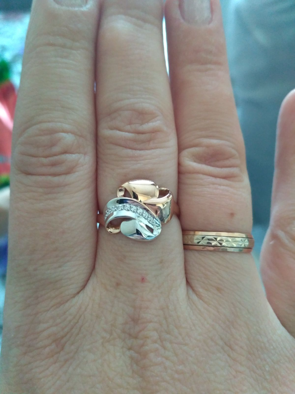 Перстень с фианитами