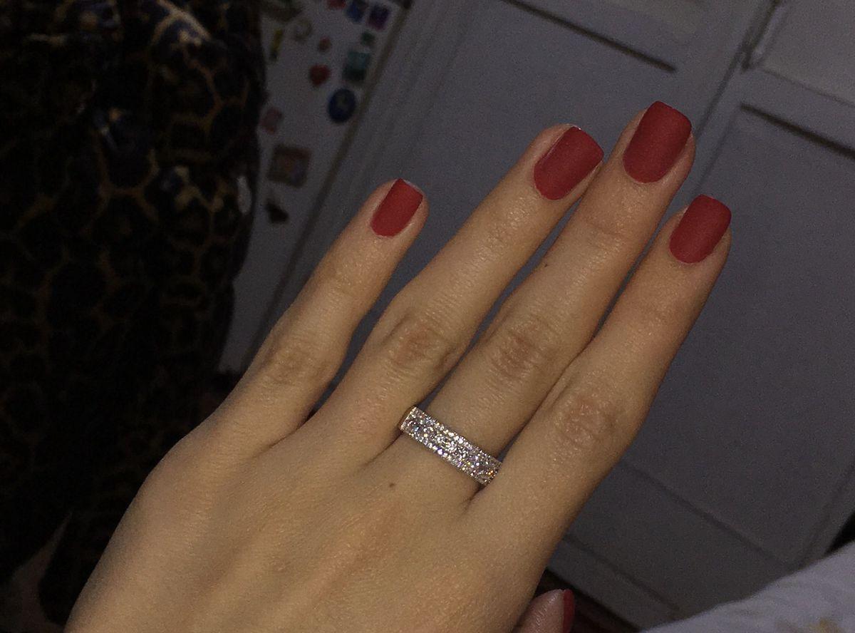 Серебряное кольцо со сверкающей дорожкой, очень выделяется на руке 👍👍👍👍