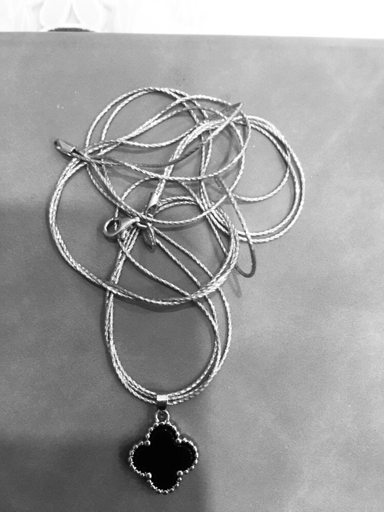 Купила шейное украшение и цепочку