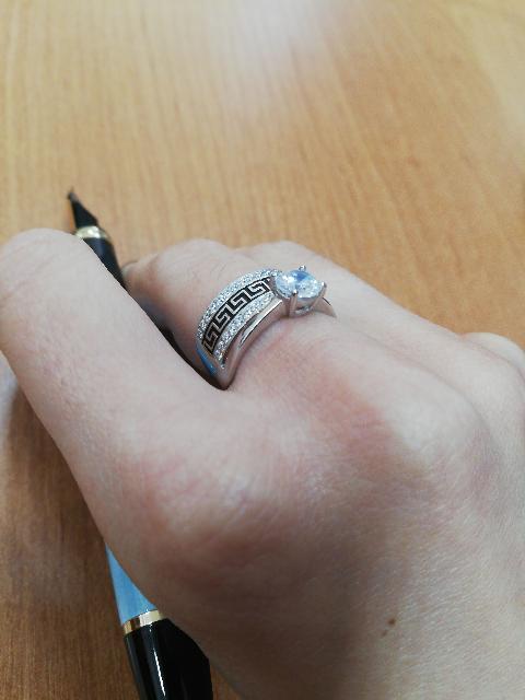 Замечательное кольцо! Смотрится прекрасно и богато. Обслуживание на высоте!