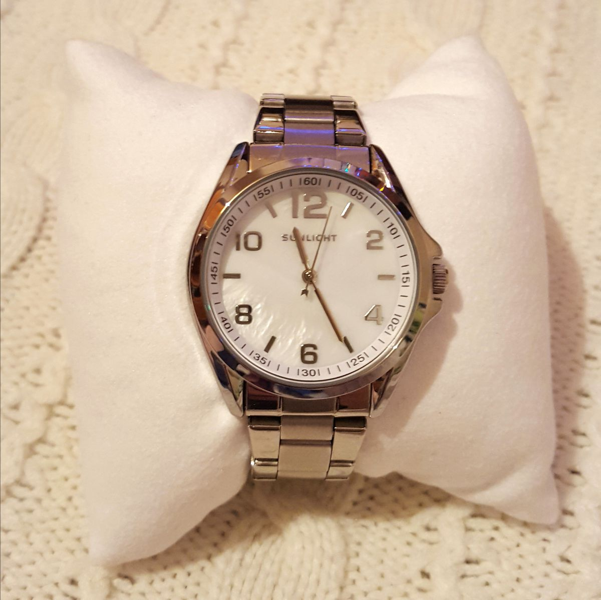 Часы на металическом браслете