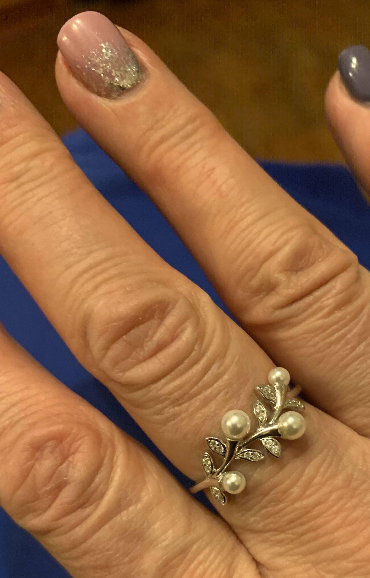 Кольцо с жемчужными бусинками