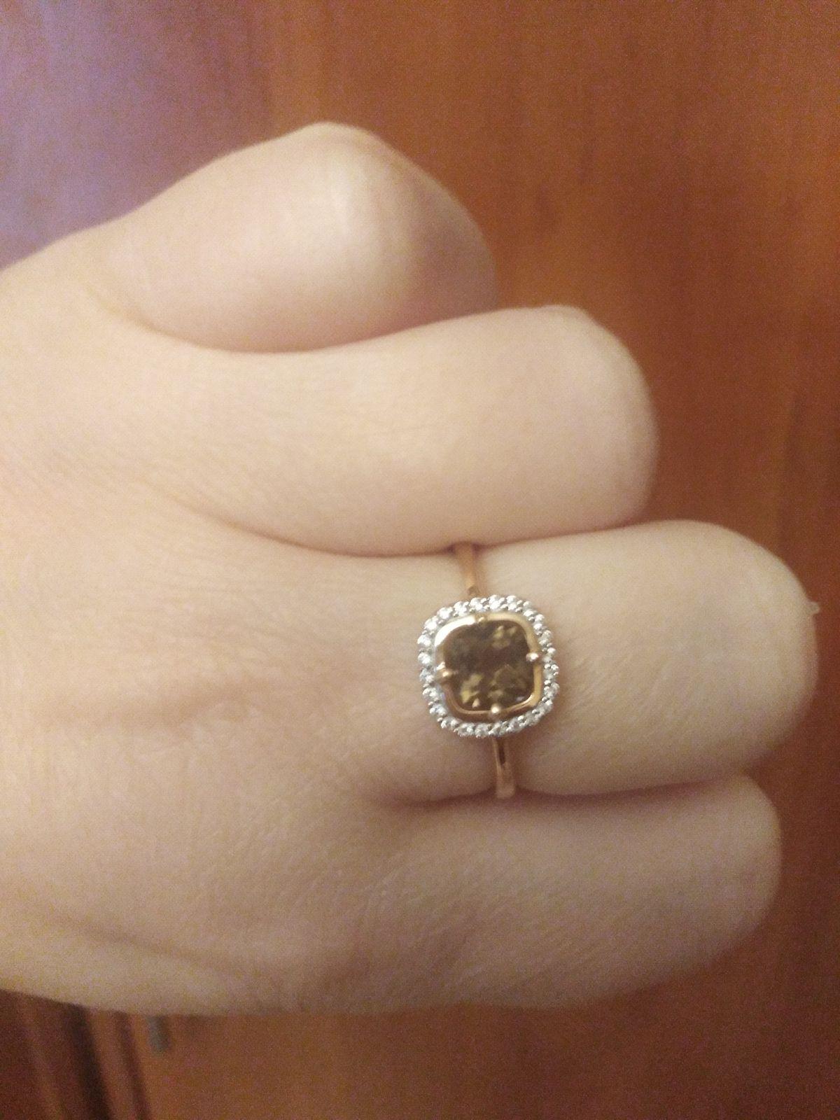 Кольцо с необычным камнем