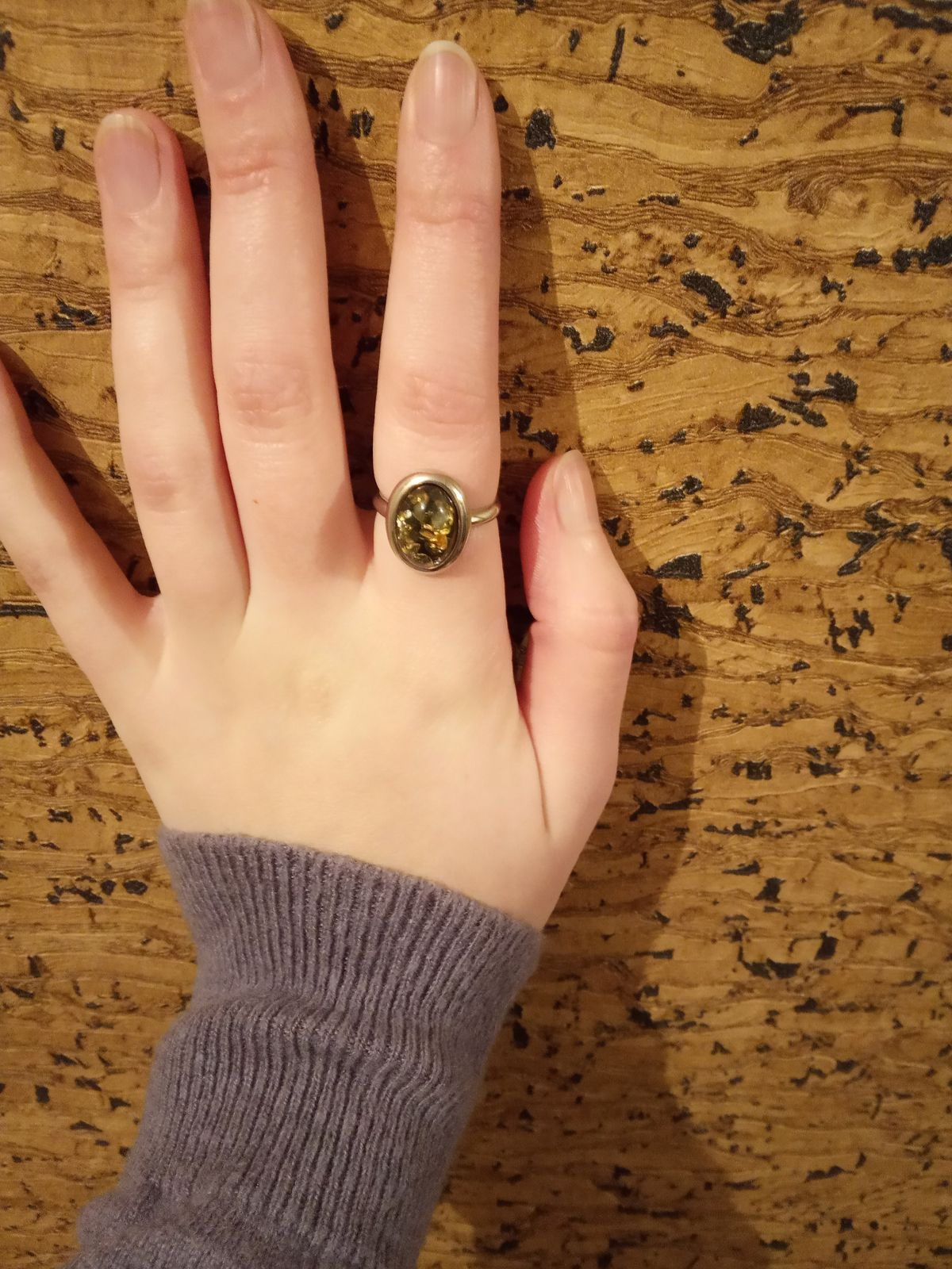 Кольцо с янтарем на указательный палец