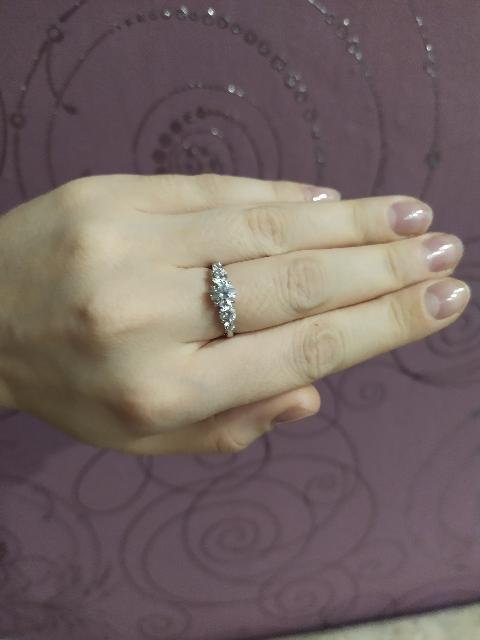Серебряное кольцом фианитами