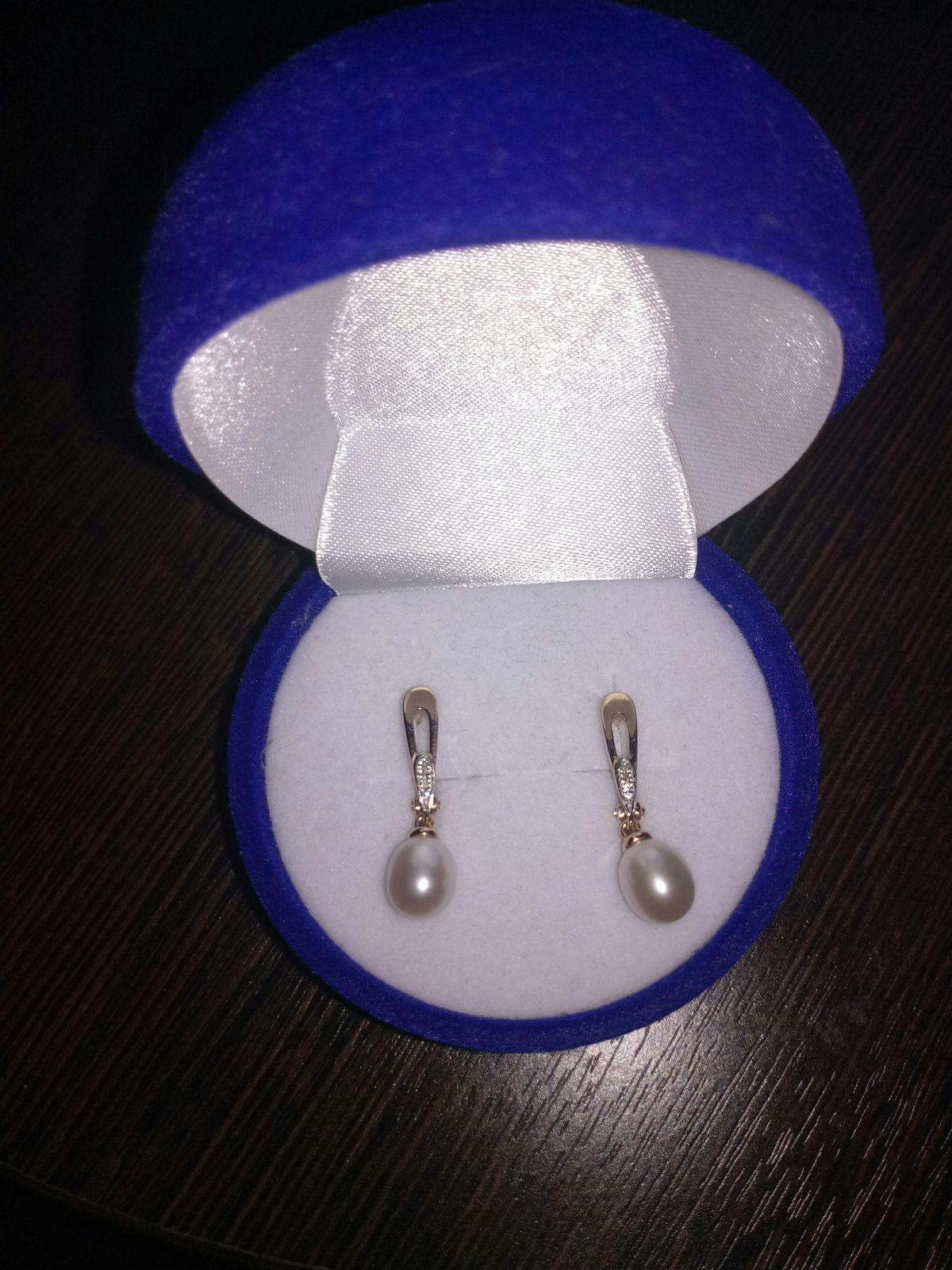 Нежные серьги с жемчугом и с бриллиантами.