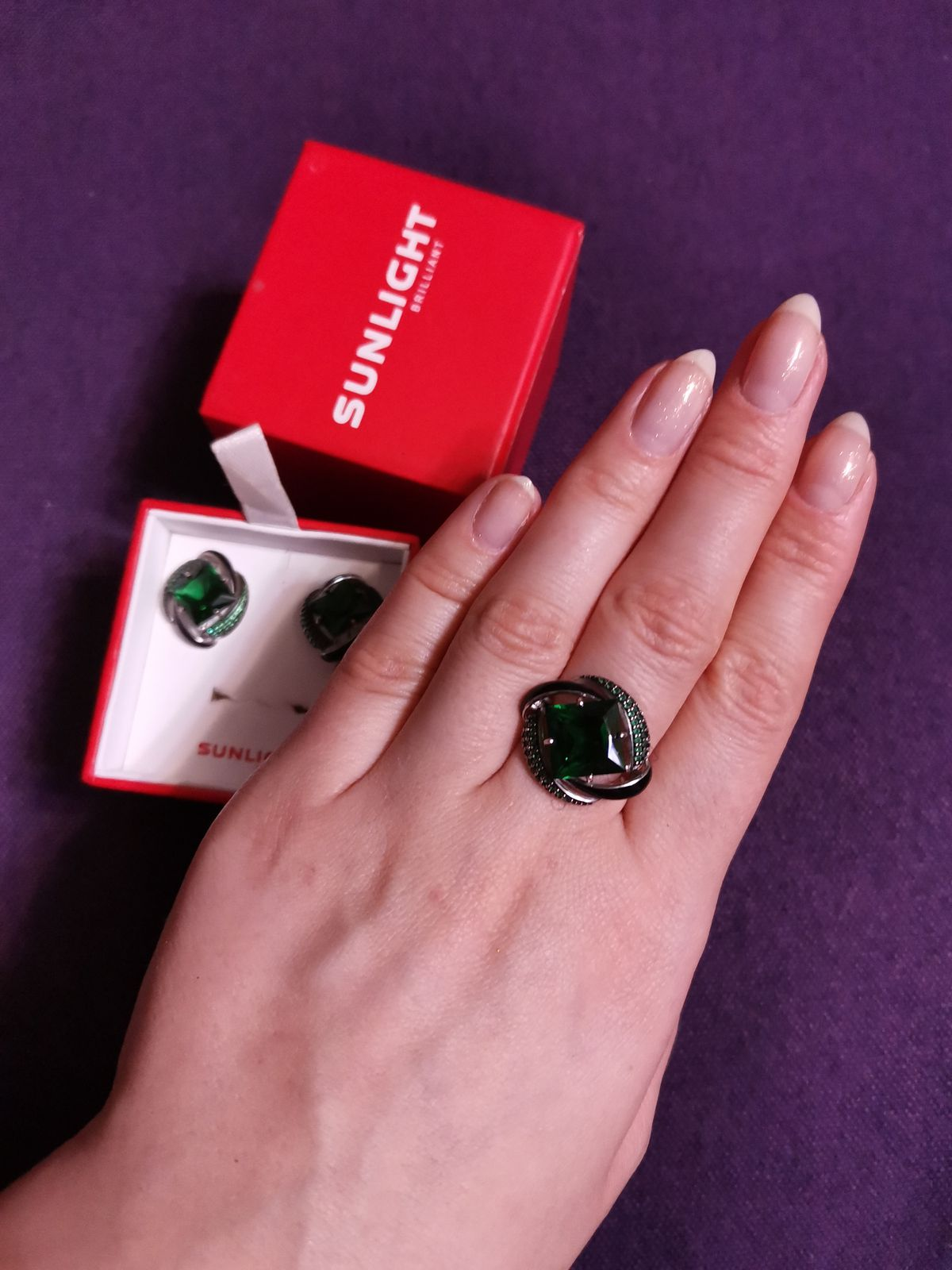 Отличное кольцо для любителей ярких украшений.