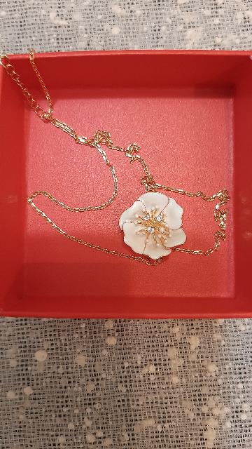 Шейное украшение с цветком
