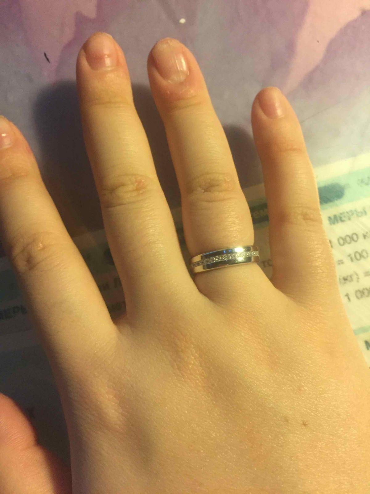 Очень стильное кольцо с фианитами