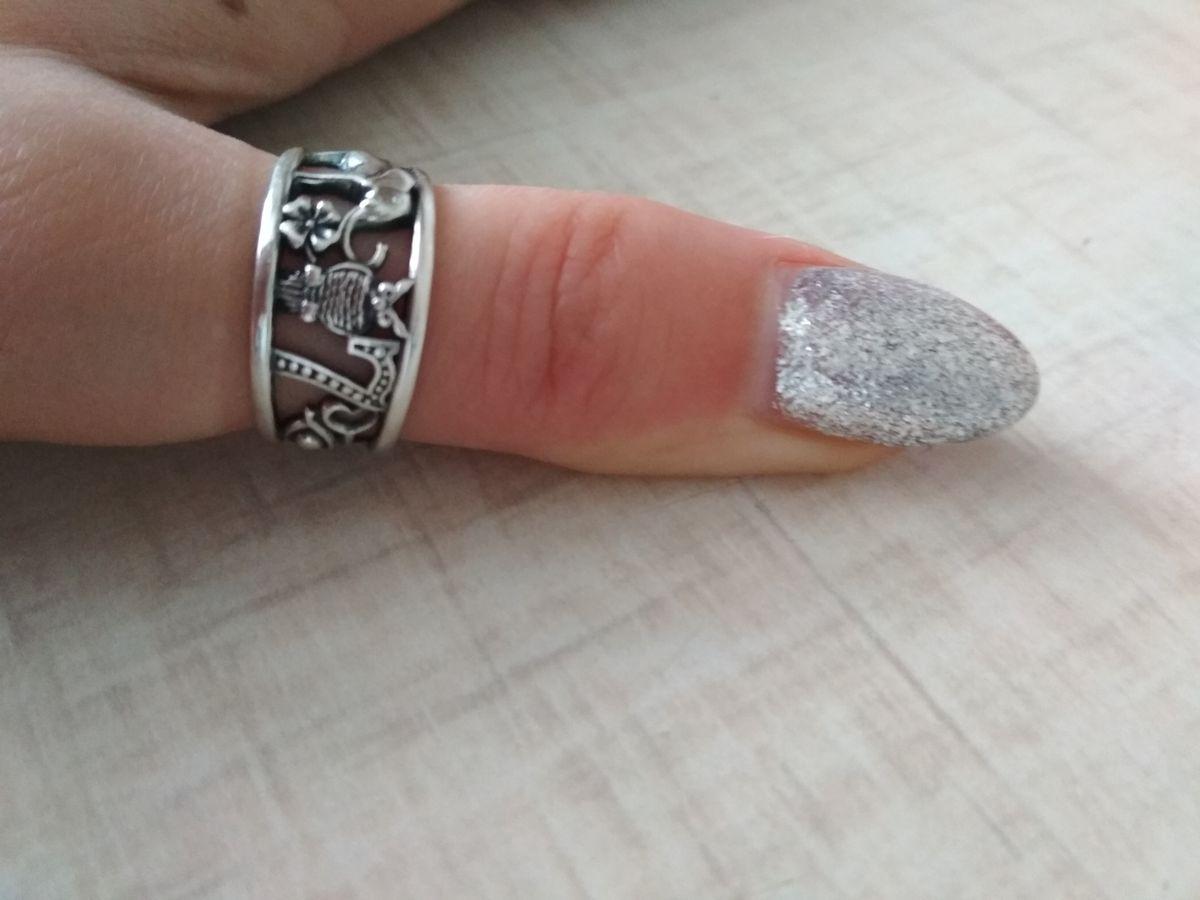 Обворожительное кольцо-символ, серебро с чернением, лёгкое.
