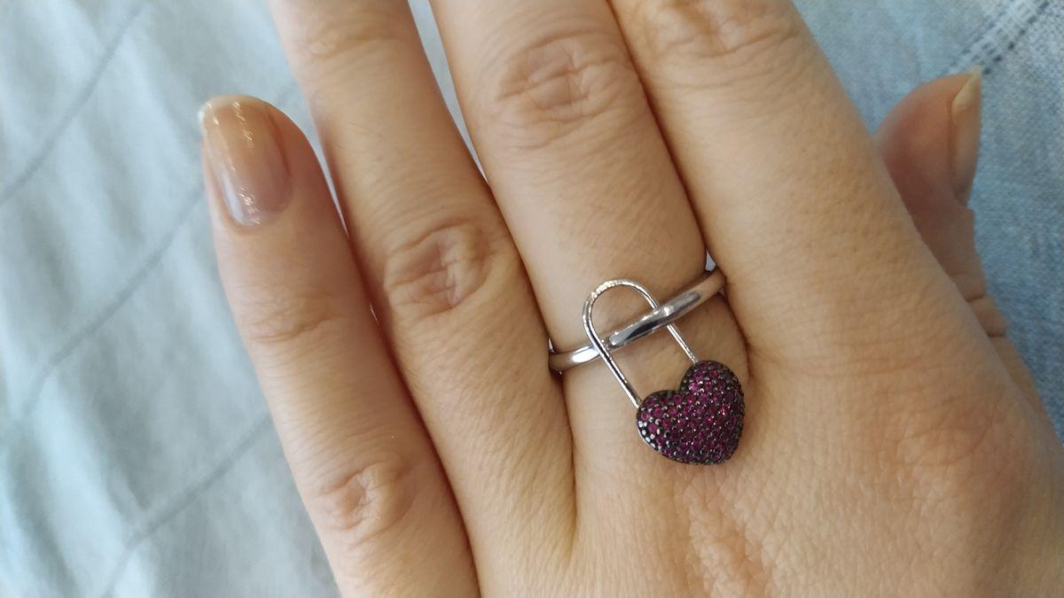Кольцо с сердечком.