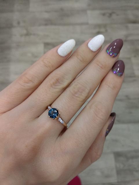 Красивое колечко на тоненькие пальчики)