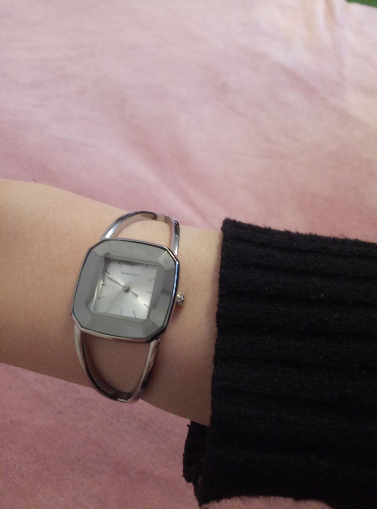 Часы, цвет серебрянный
