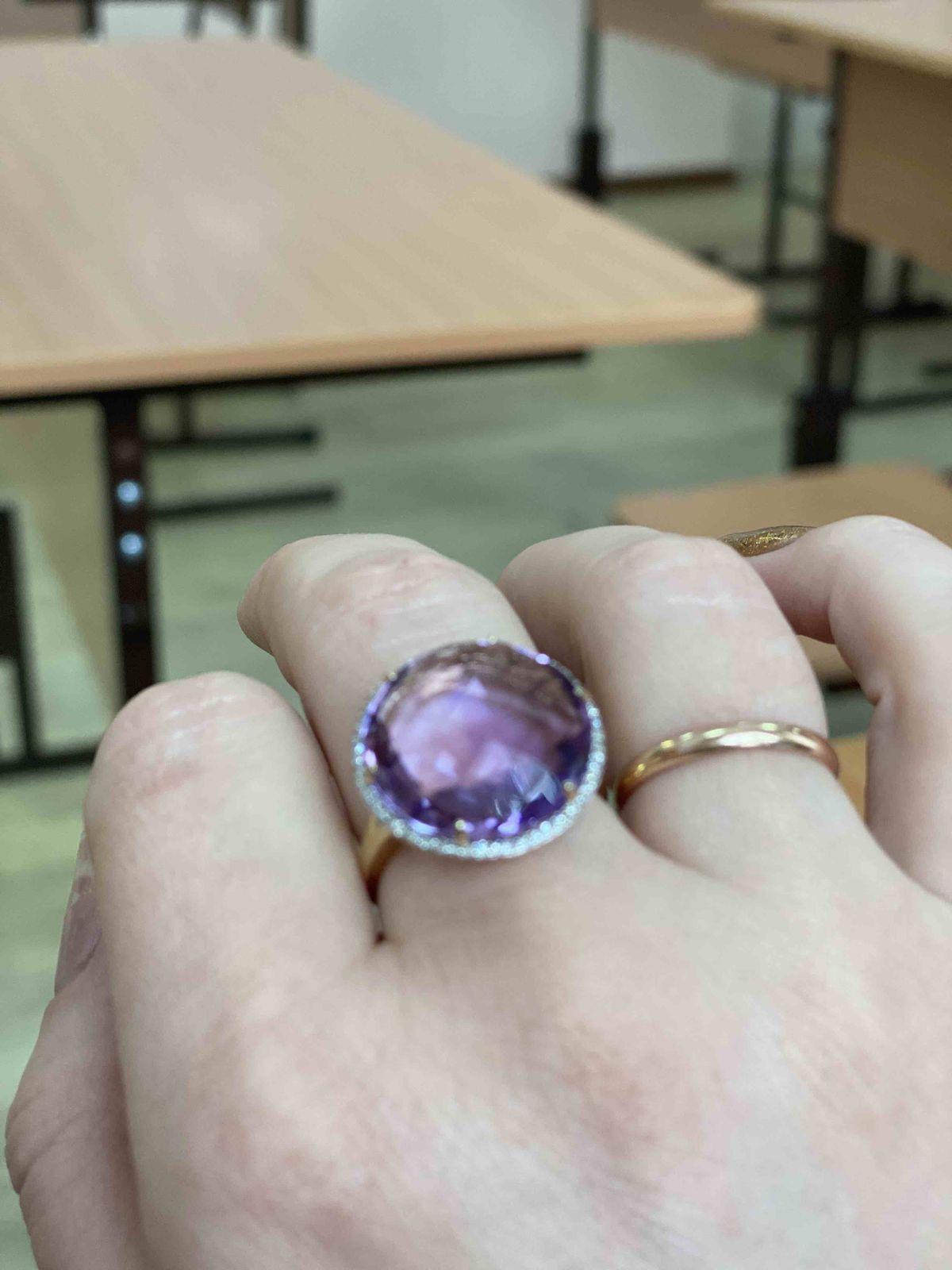 Шикарное кольцо с аметистом
