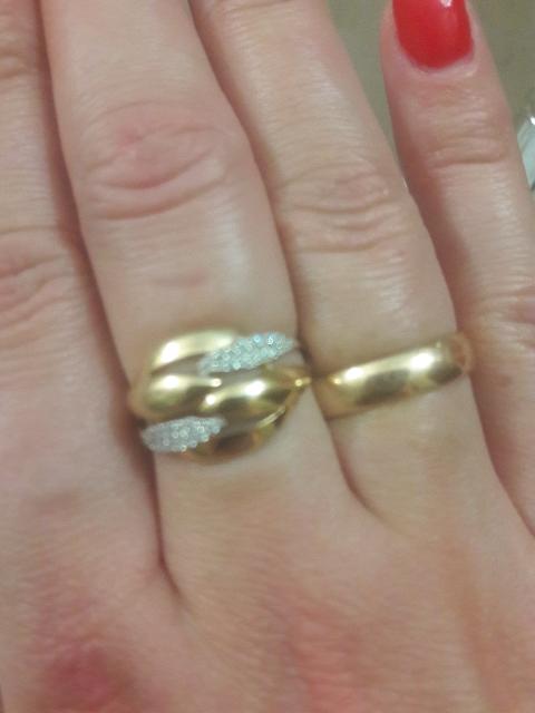 Золотое красивое кольцо