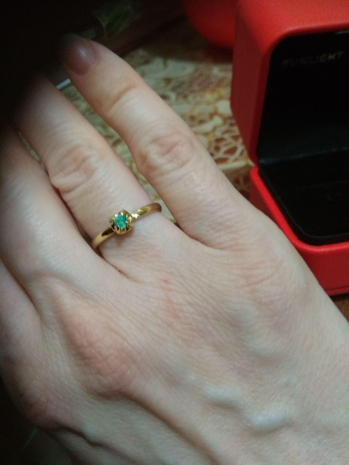 Кольцо с изумрудом из жёлтого золота