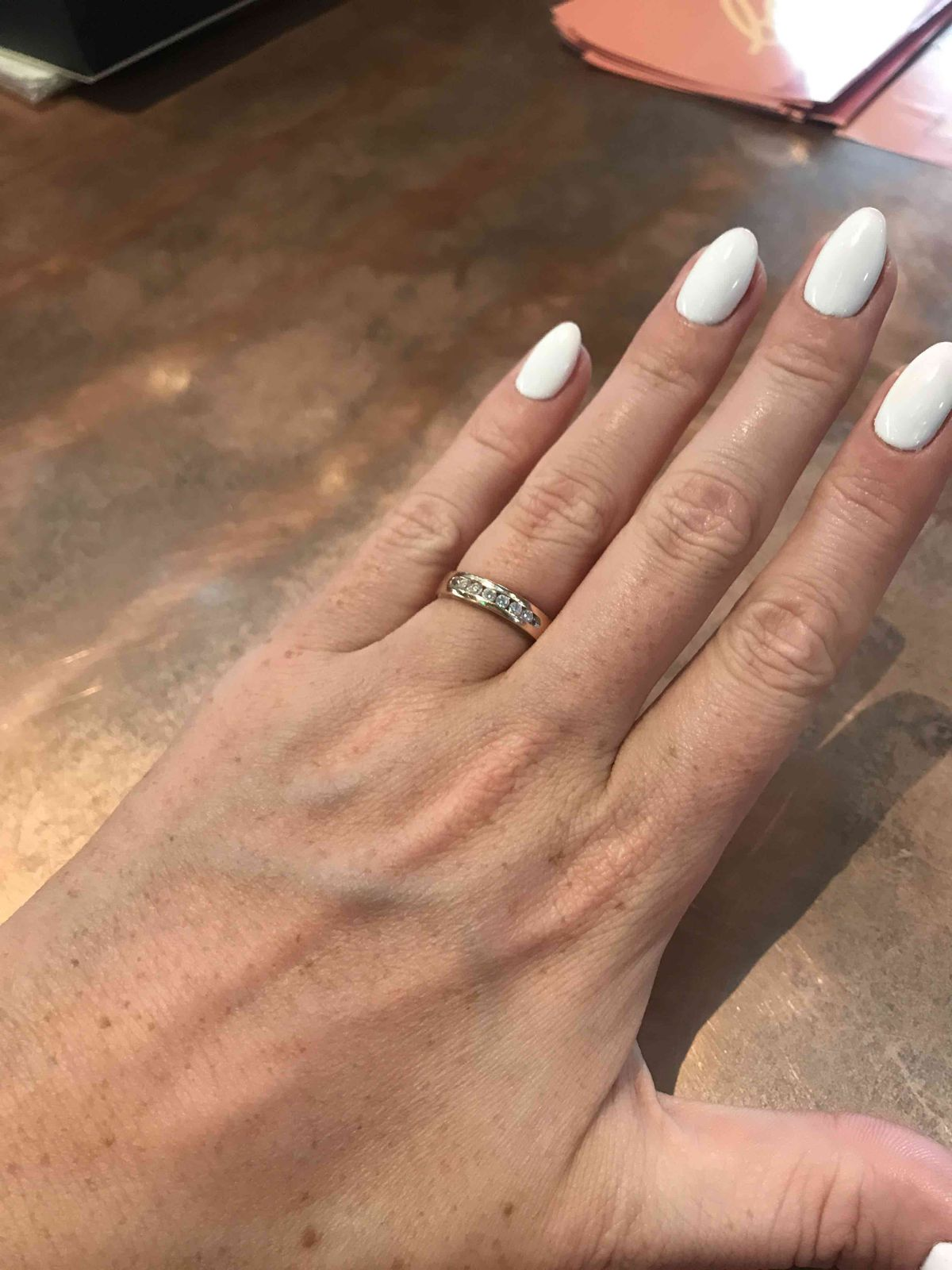 Кресиво сидит кольцо
