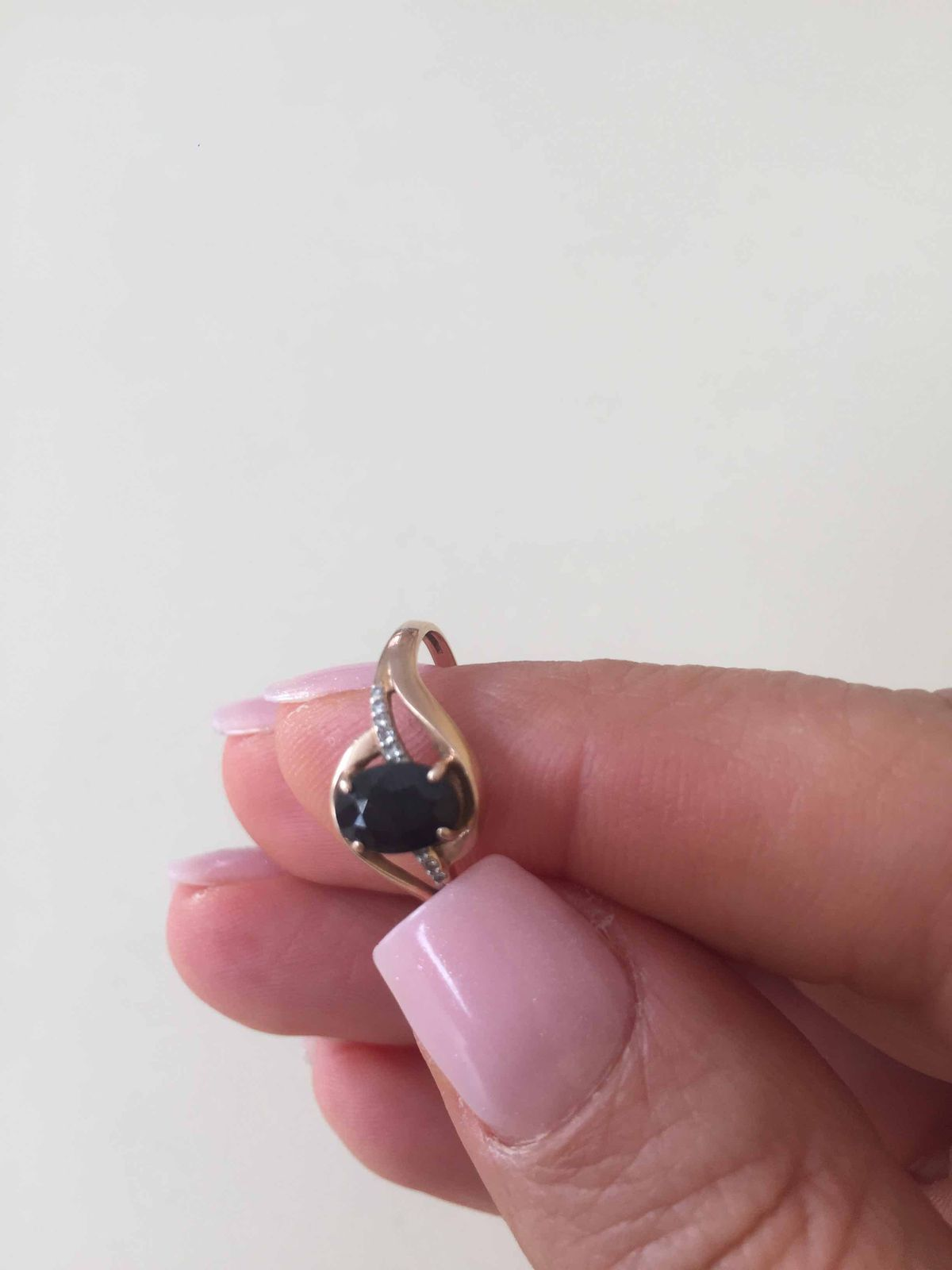Кольцо с сапфиром отличной характеристики качества