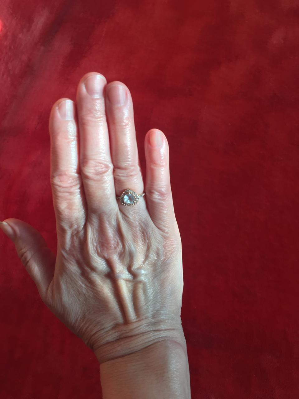 Изящное кольцо с топазом