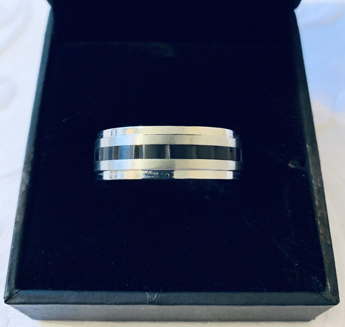 Простое и лаконичное кольцо.