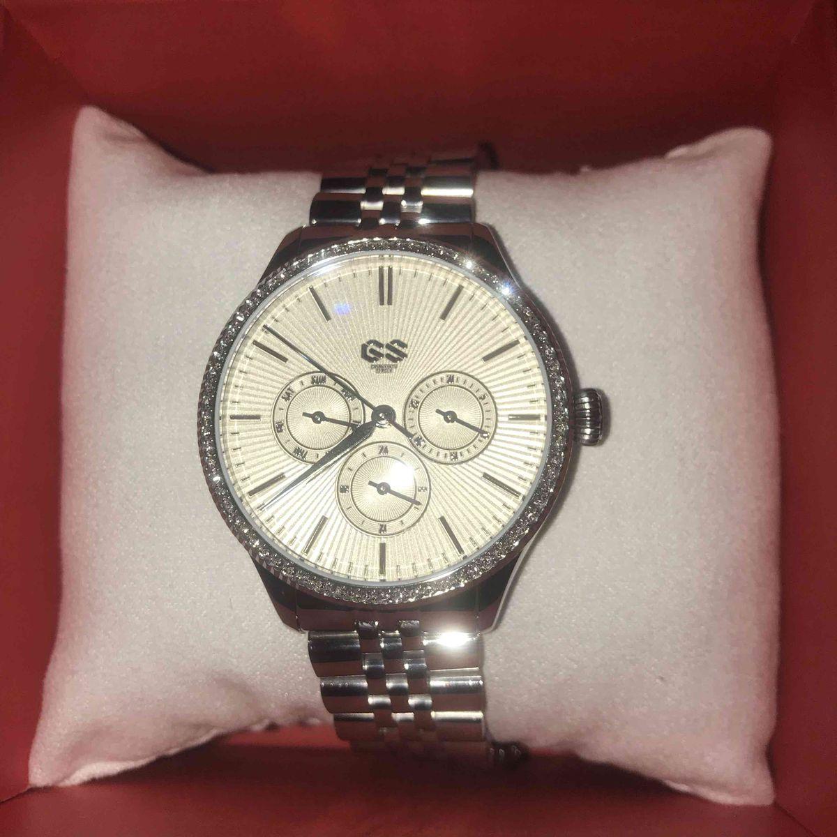 Прекрасные часы купила