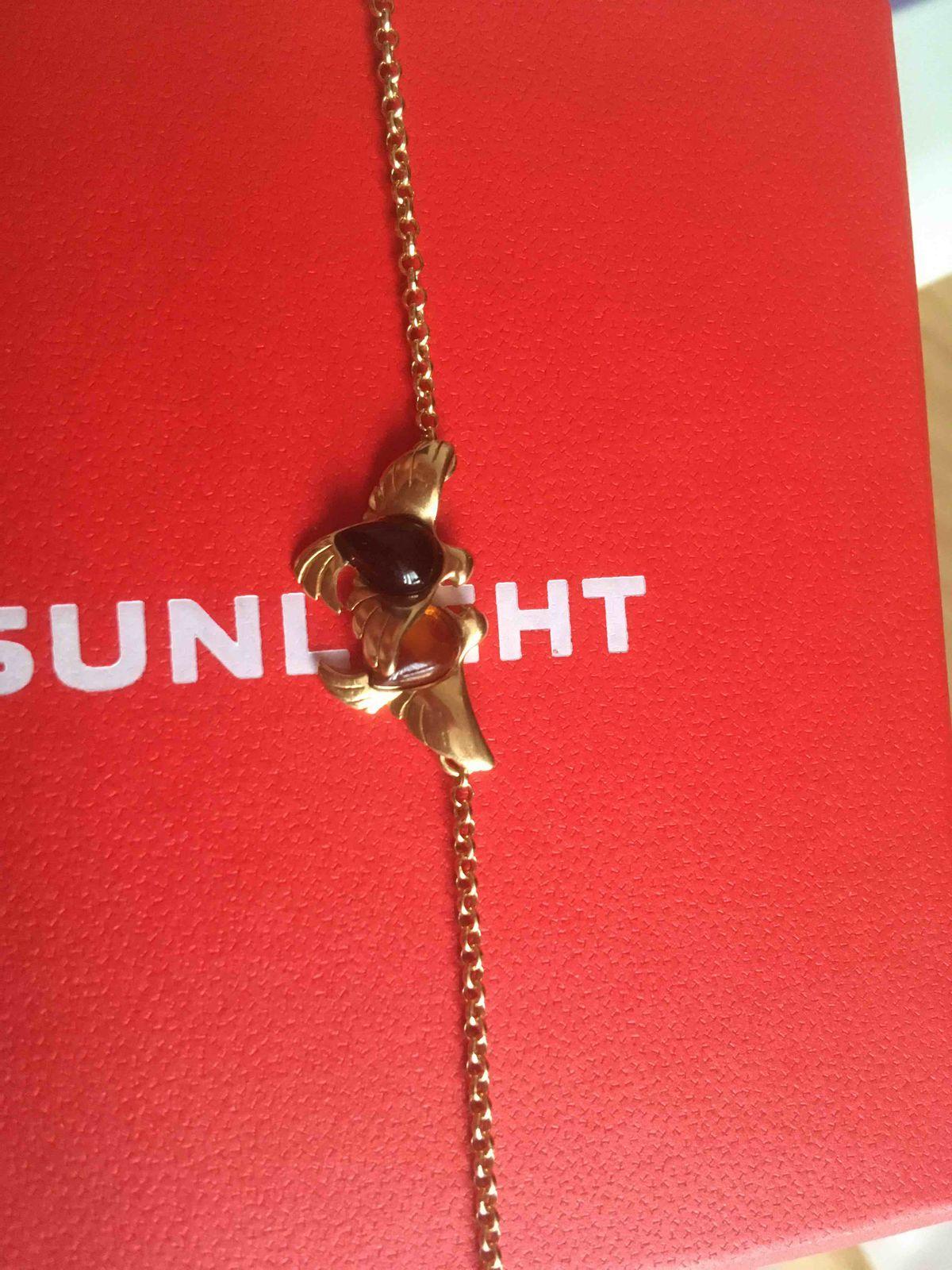Серебряный браслет с янтарем.