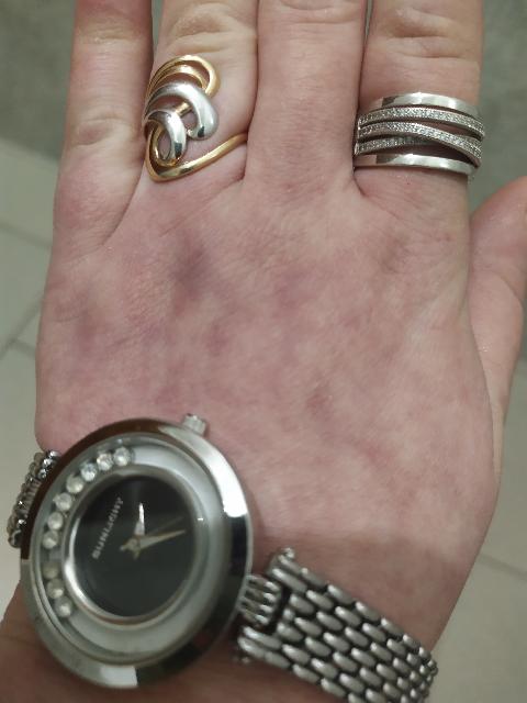 Кольцо как золотое смотрится отлично силит на руке
