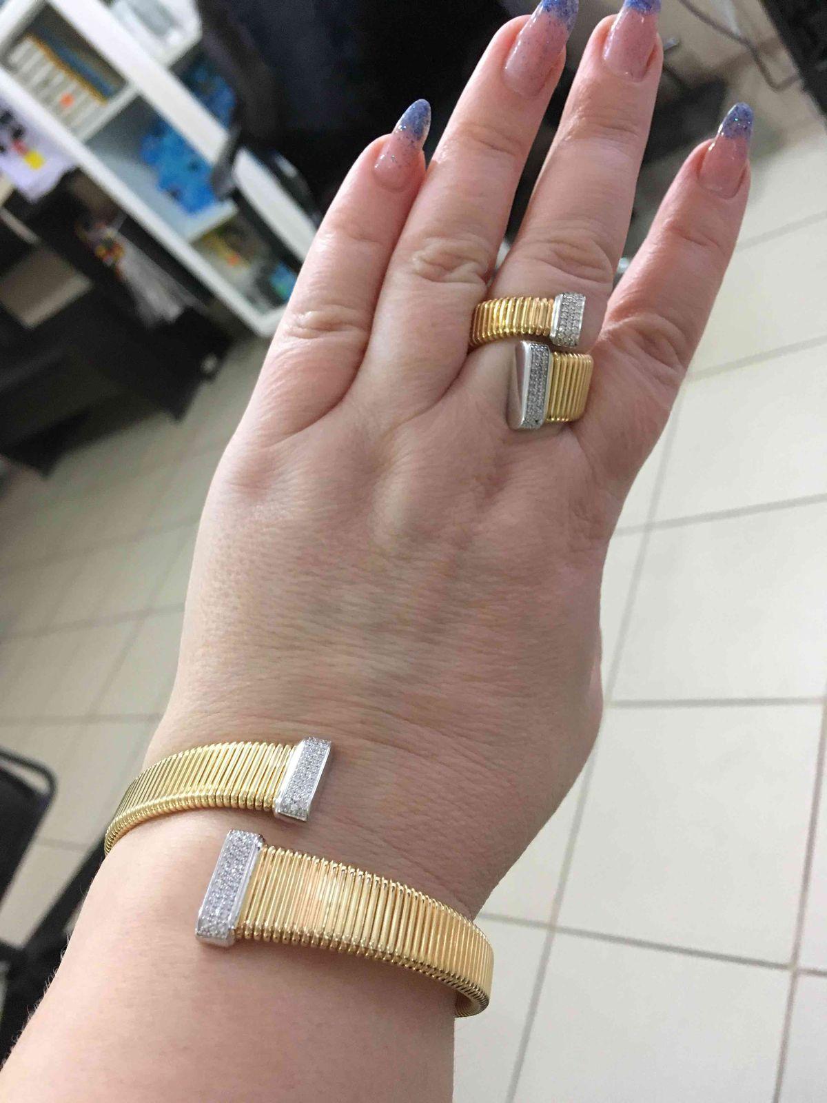 Очень красивый браслет, смотрится как желтое золото, хорошая цена со скидко