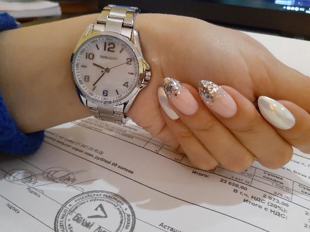 Часы женские, на руку смотрятся превосходно