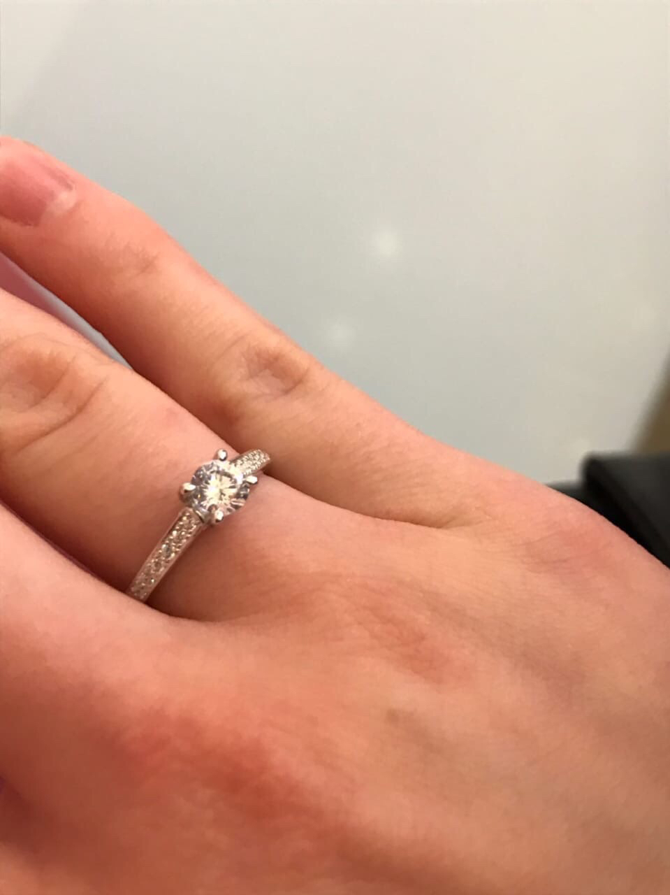 Кольцо хорошее и цена приятная! ношу почти 2 месяца состояние супер)спасибо