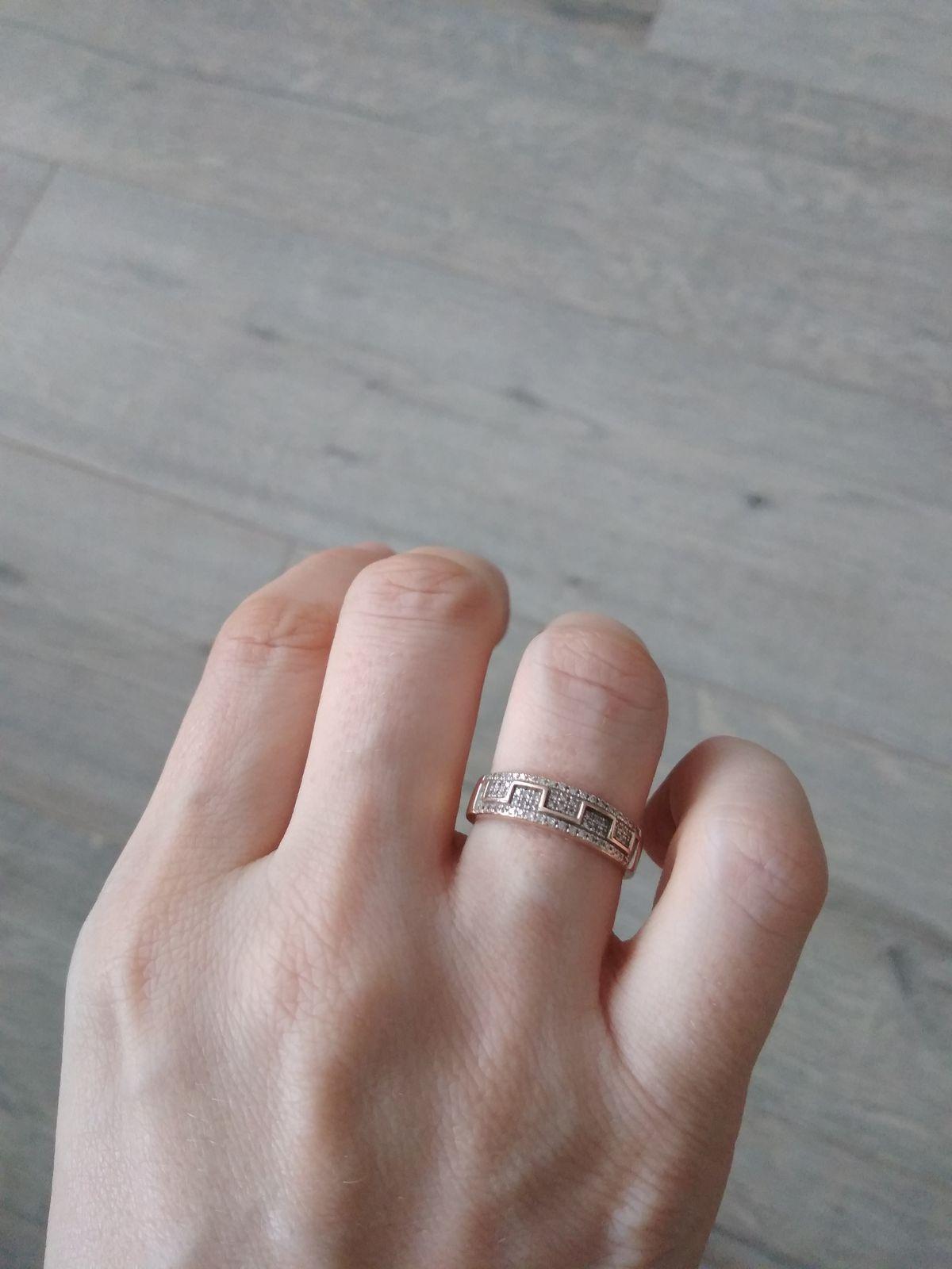 Потрясающее кольцо с бриллиантами