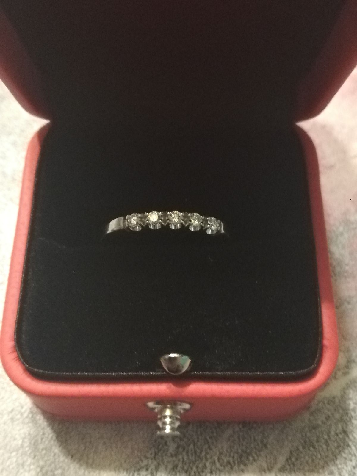 Кольцо с 5 брилиантиками