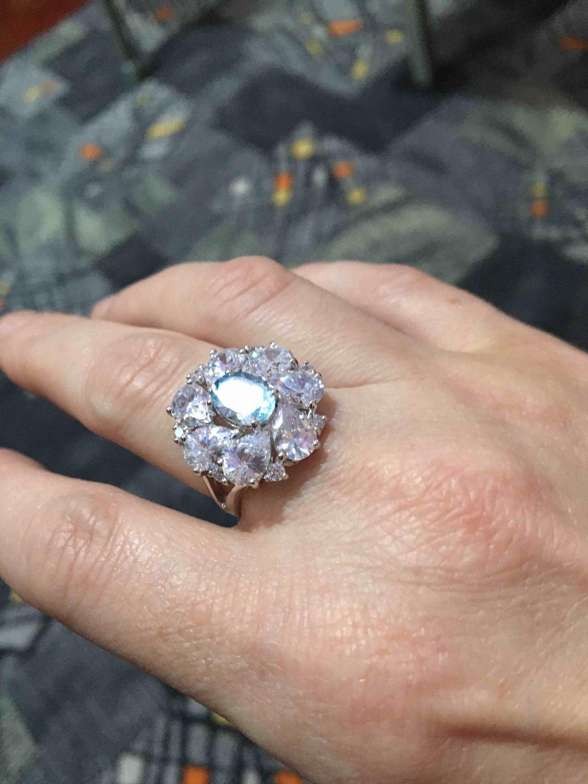 Серебрянное кольцо с топазом и фианитами
