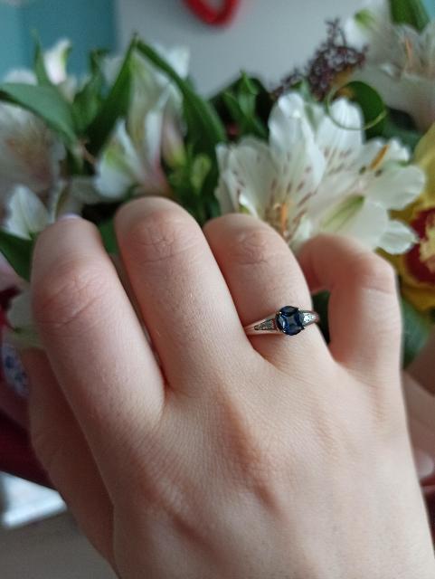 Шикарное кольцо с сапфирами