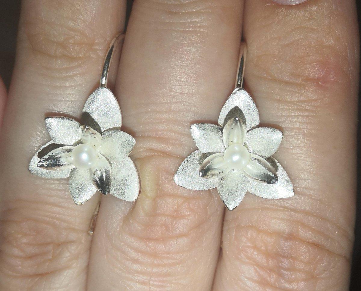 Серьги-цветок