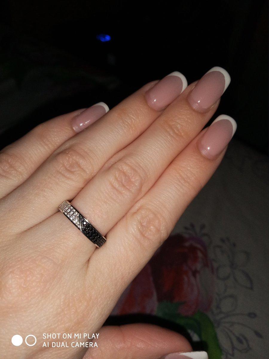 Кольцо красивое. продавец долго искала. 3 дня. пришлось заказывать