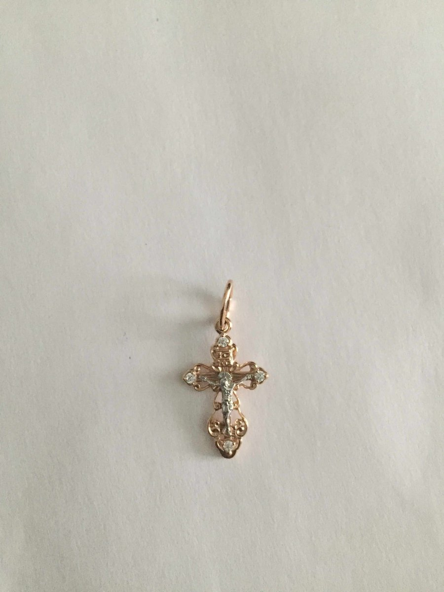Очень красивый блестящий крестик