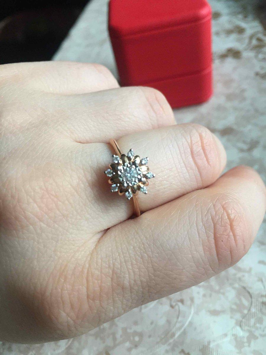 Кольцо с Бриллиантом.
